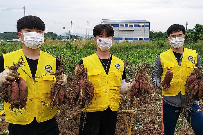 우석대학교, 직접 수확한 텃밭 작물 지역사회 기부