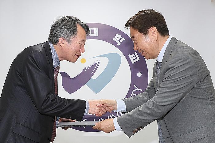 우석대학교 박재철·서지은 교수, 부총리 겸 교육부 장관 표창